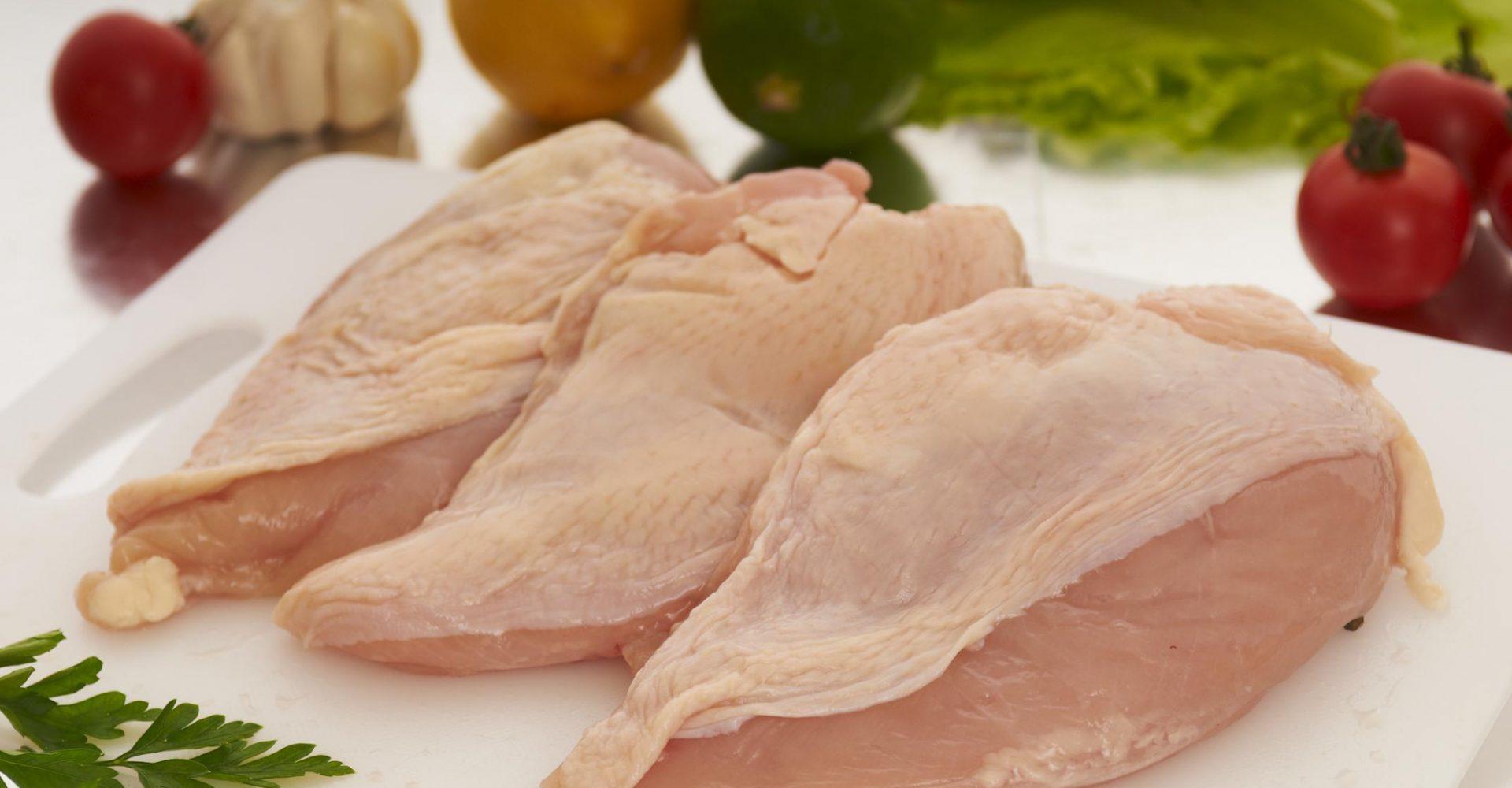 Carne de frango in natura: volume exportado no ano aumenta quase 10%; a receita, 16%.